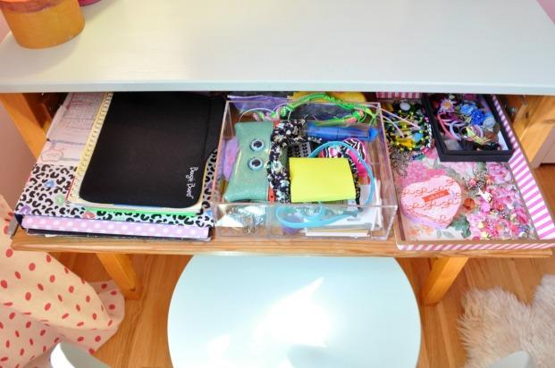 sophs desk 142